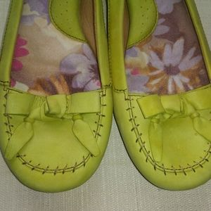 Born Brand Chartreuse Loafers in Size 8